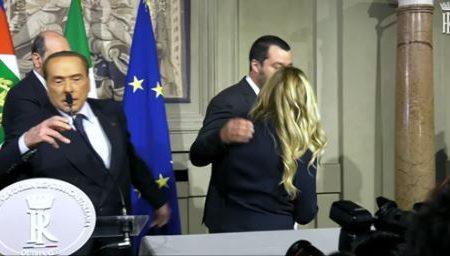 Guarda Berlusconi fare per l'ennesima volta Berlusconi